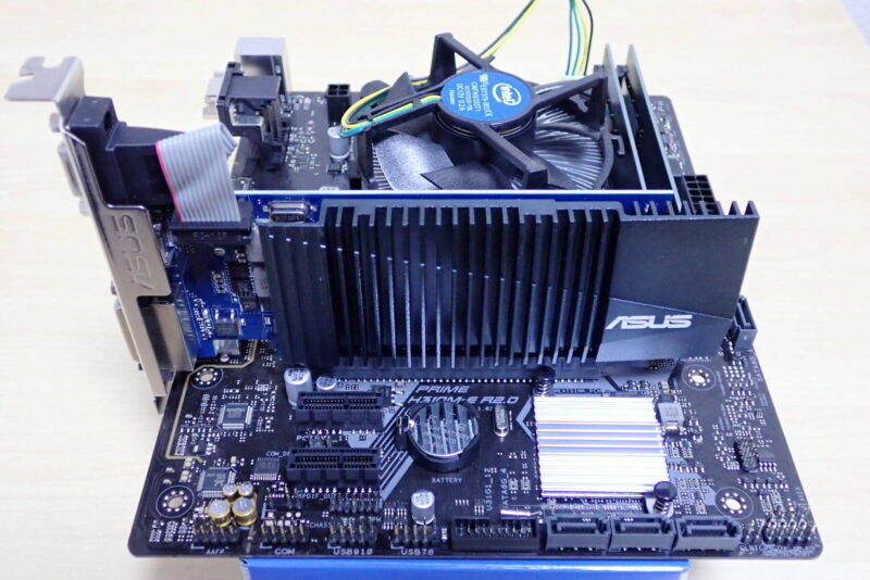 ASUS ファンレスグラフィックボード GT710-SL-2GD5をMicroATXマザーボードに設置