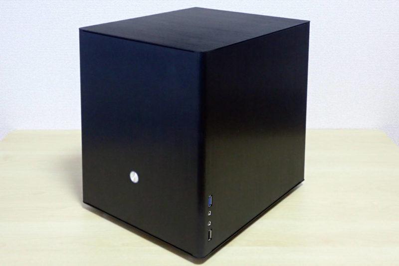 MicroATXマザーボード対応でコンパクトなJONSBO V4 PCケース